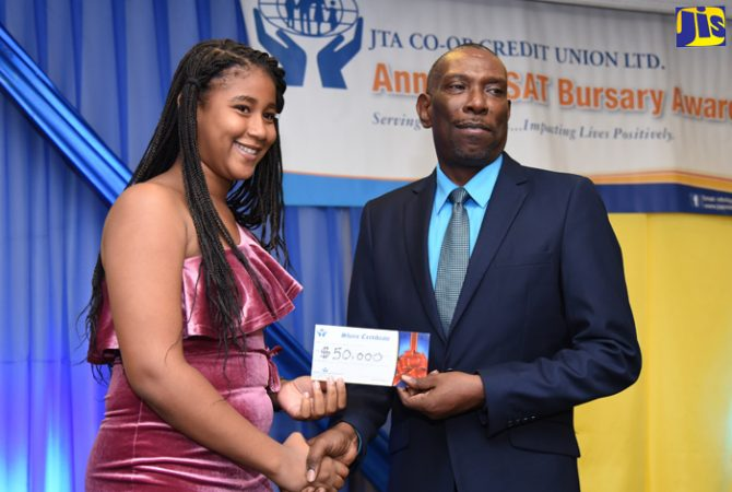 General Manager of the Jamaica Teachers' Association (JTA) Co-operative Credit Union, Robert Ramsay (right), presents a cheque for $50,000 to Lorell Duncan. Occasion was the credit union's 2018 Grade Six Achievement Test (GSAT) awards function held on July 27 at the Knutsford Court Hotel in New Kingston.