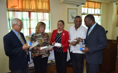 Minister of Health, Hon Horace Dalley (2nd right) discusses some of the items donated by Issa Trust Foundation and Direct Relief with Permanent Secretary, Dr. Kevin Harvey (right), Chief Medical Officer, Dr. Marion Bullock DuCasse (centre), Chairman of the Issa Trust Foundation, Paul Issa (left) and CEO of the Issa Trust Foundation, Dianne Pollard (2nd left) during the handing over of US$2 million worth of pharmaceuticals held at the Kingston Public Hospital on Friday, January 15, 2016.