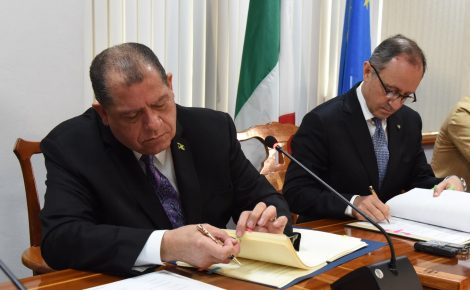 Minister of Finance and the Public Service, Hon. Audley Shaw (left), prepares to sign the agreement for the elimination of double taxation between Jamaica and Italy at the Ministry's offices in Kingston on Friday (January 19). Ambassador of the Republic of Italy to Jamaica, His Excellency Armando Varracchio (right), affixes his signature.