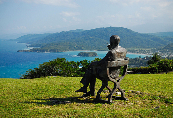 A statue of British Playwright Noel Coward sits on the Firefly property.