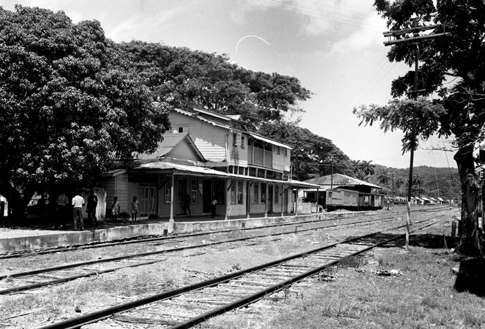 The Linstead Railway Station boasts a very simple Jamaica/Georgian style of architecture. On either side of the timber structure are covered passages.