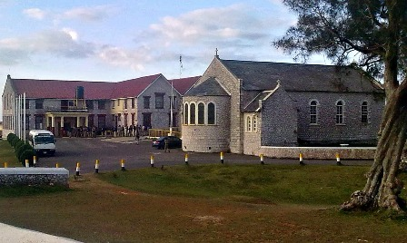 Munro College is an imposing School situated predominantly on a hill in Potsdam, contributing significantly to the character of the area.